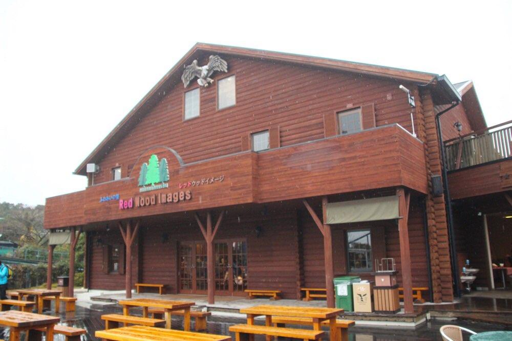 「Red Wood Images(レッドウッドイメージ)」と書いてある建物