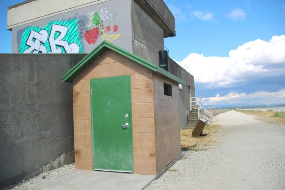 緑の屋根のトイレ
