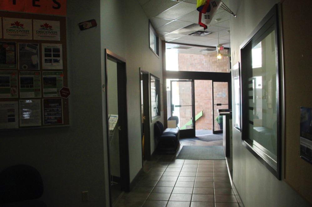 廊下から入り口を見たところ