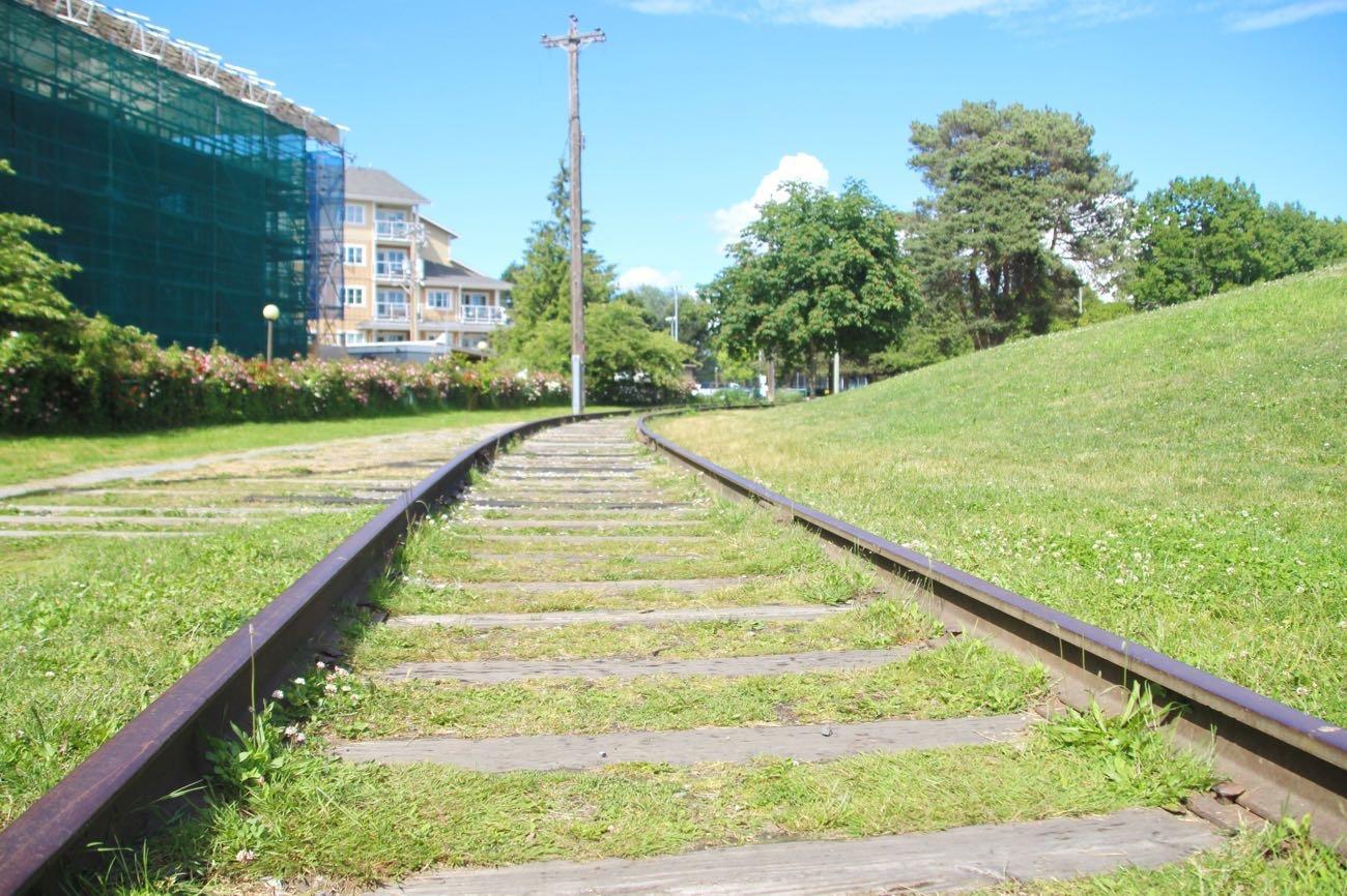 線路が公園のまわりに!