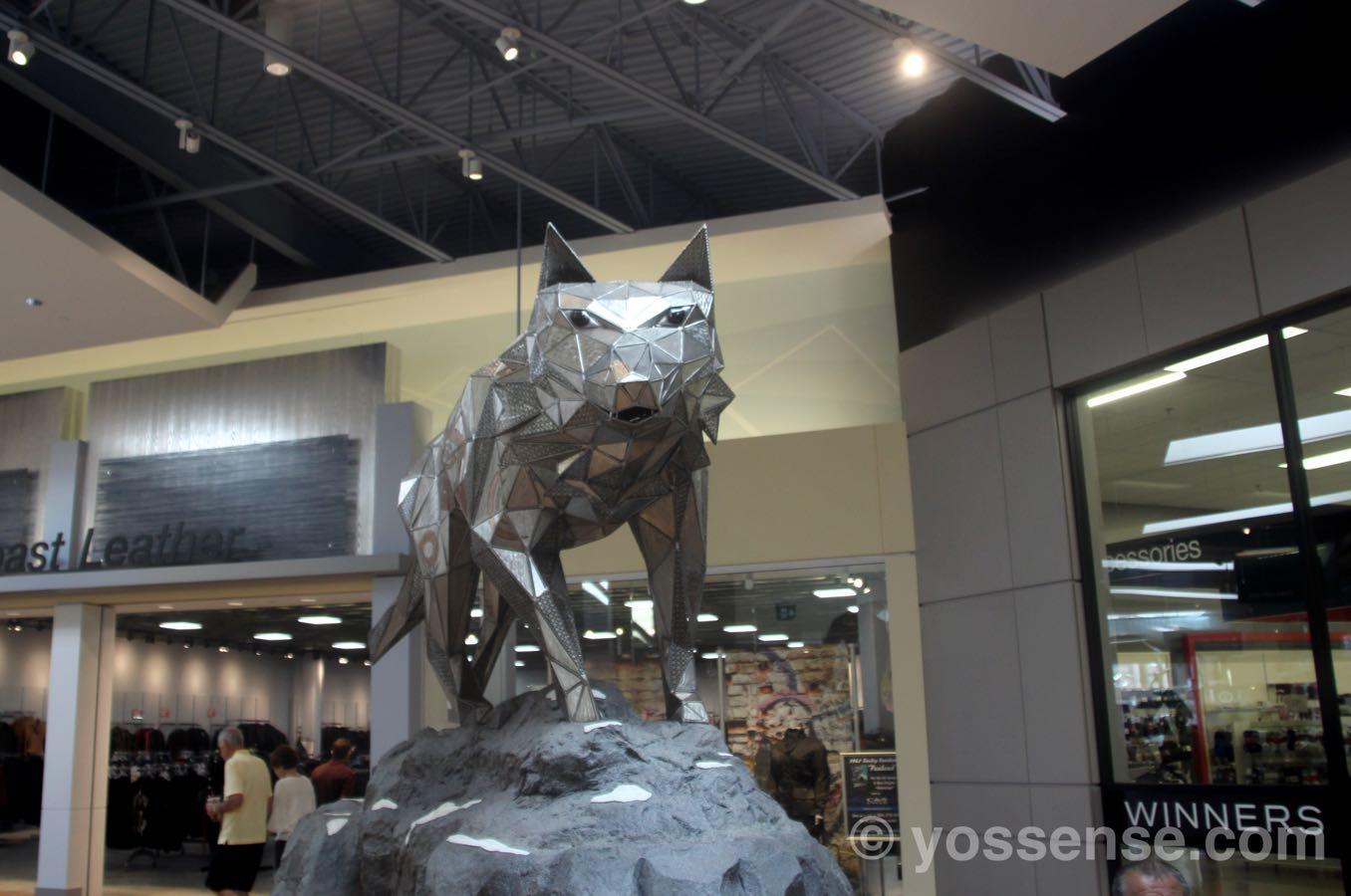 「三角」で作られたオオカミ