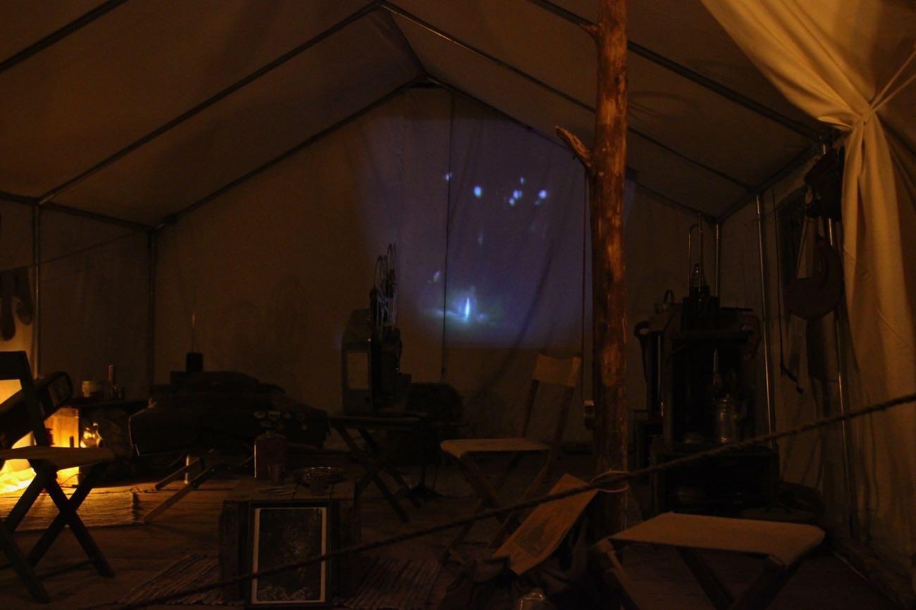 こちらはテントの中で映像が流れている