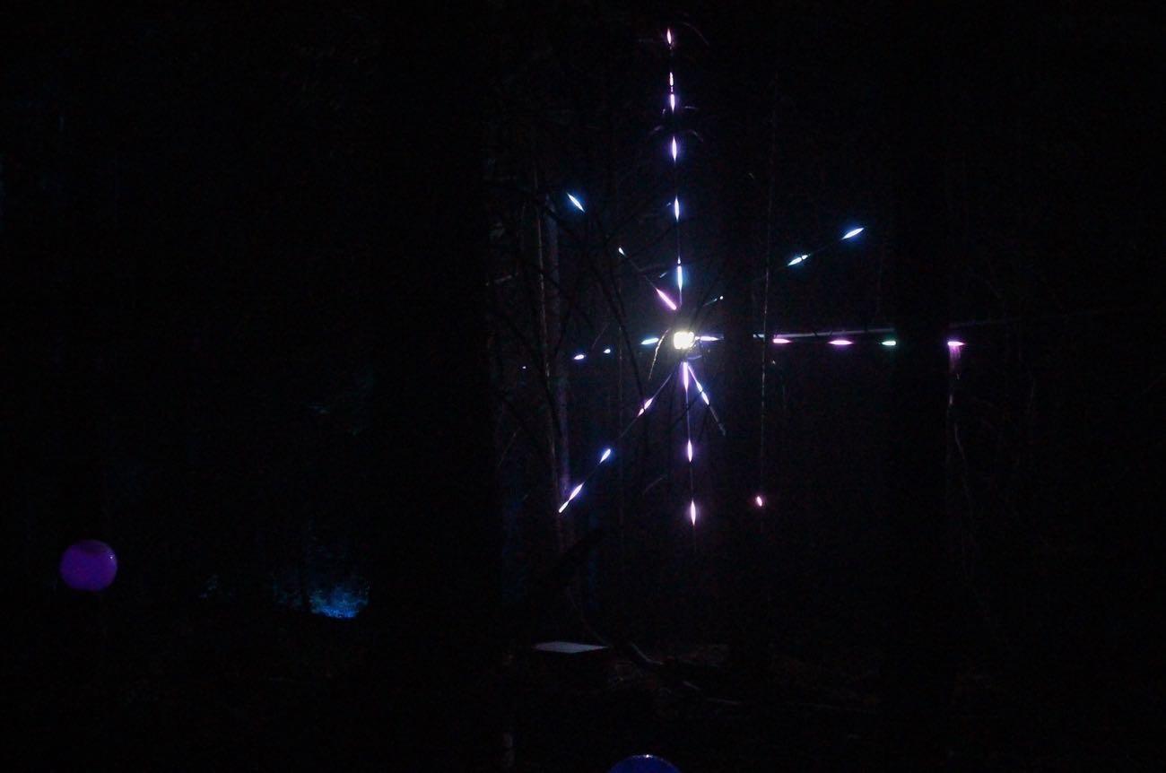 流れ星が横に走っていく