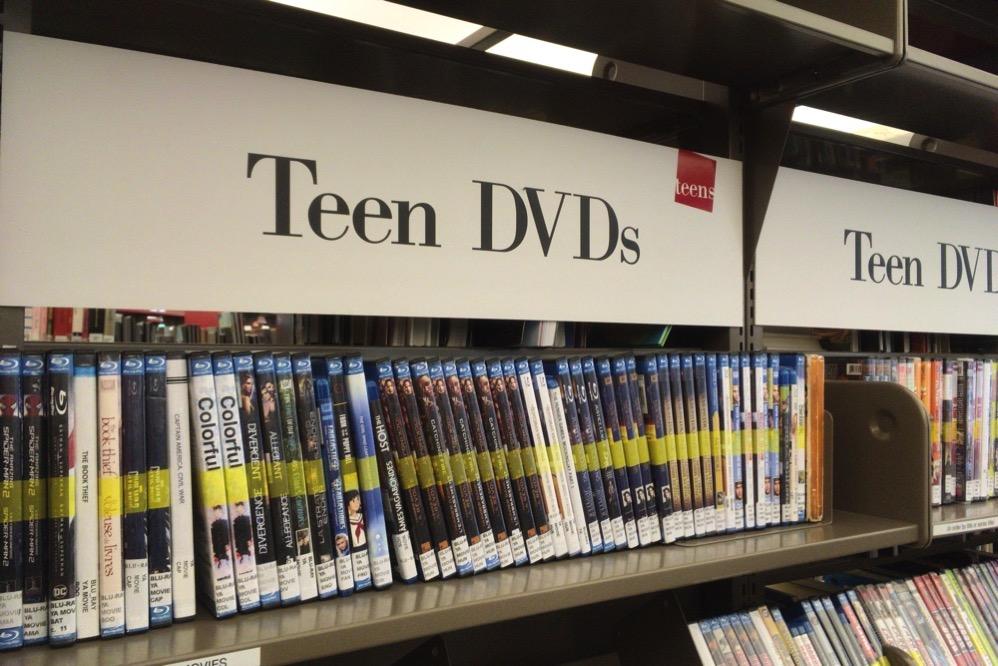 バンクーバー市立図書館にはDVDもいろいろと