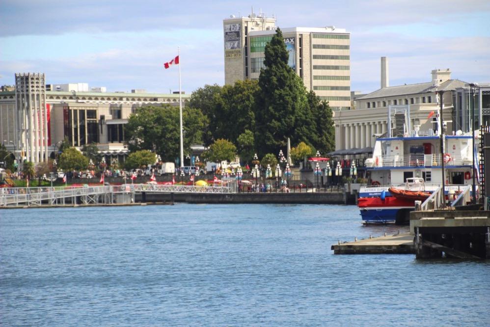 水上タクシーから見た町の景色